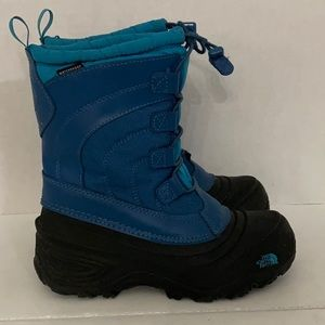 The North Face boys waterproof winter boots sz 2